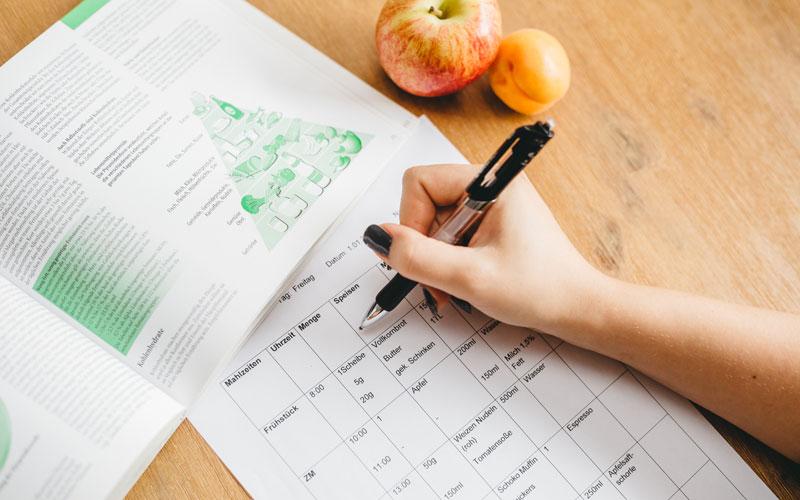 Wenn Sie möchten, erstelle ich Ihnen einen Ernährungsplan der genau auf Ihren Kalorien und Nährwertbedarf abgestimmt ist.